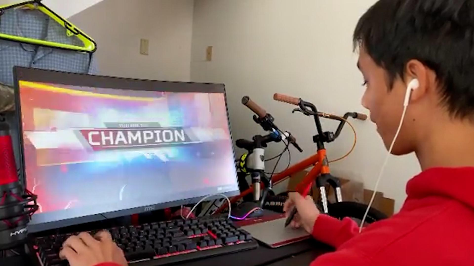 【!?】マウスの代わりにペンタブレットでプレイしてチャンピオンを取るプレイヤー現るwww
