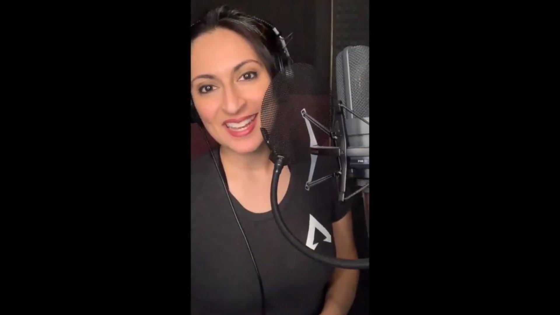 英語版エーペックスの「アナウンサー」Zehra Fazalさんが日本のAPEXファンに向けてメッセージ動画を投稿してくれたぞ!!